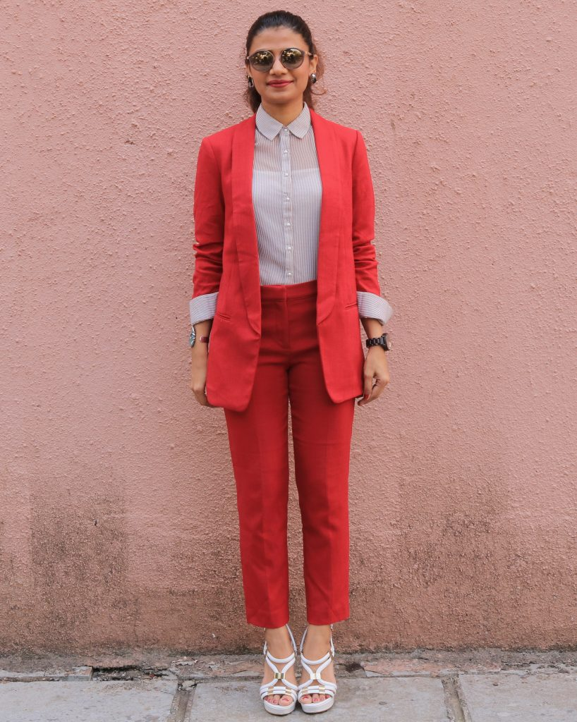 How to wear a red suit in 6 ways!